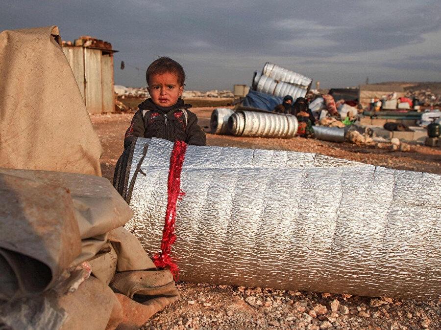 Yerlerinden edilen Suriyelilerin yaşadığı bir kamp alanı.