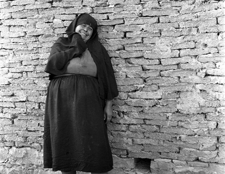 EOKA saldırılarında yakınını kaybetmiş bir Türk kadını.