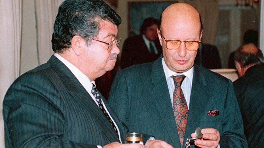 Türk Diplomat Kaya Toperi ve Türkiye Cumhuriyeti'nin 8. Cumhurbaşkanı Turgut Özal