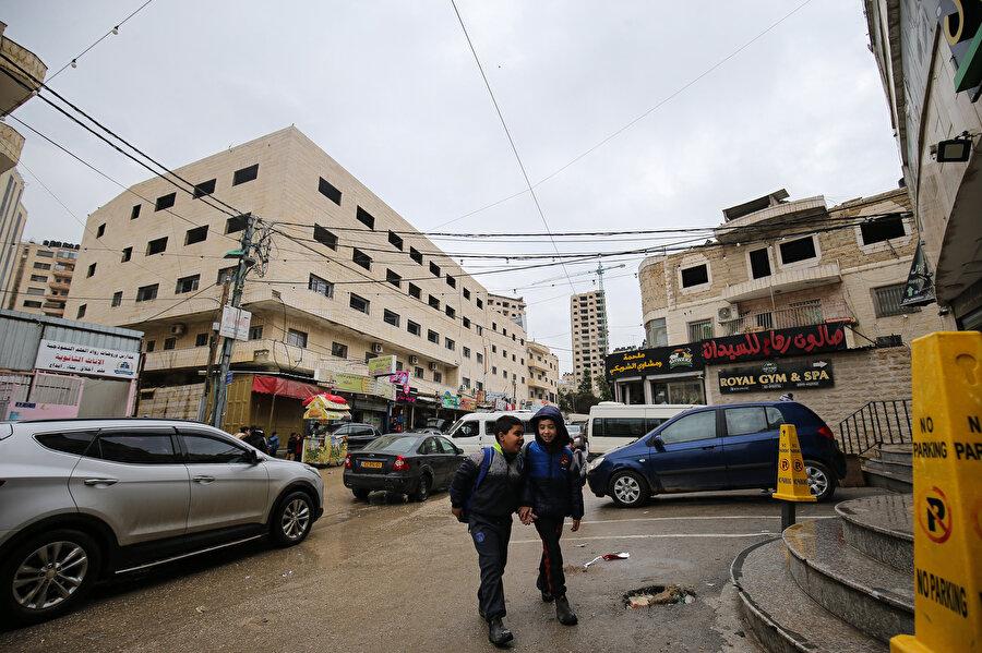 Ayrım Duvarı'nın Batı Şeria tarafında kalan Filistinliler.