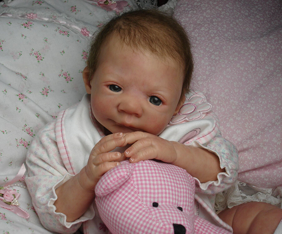 Reborn bebek sahipleri bebek henüz onlara ulaşmadan tıpkı yeni bebeği olacak ebeveynler gibi hazırlık yapıyorlar.