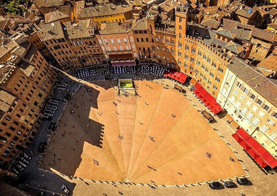 Siena'nın tarihi şehir merkezi, UNESCO tarafından Dünya Kültür Mirası Listesi'ne alınmıştır.