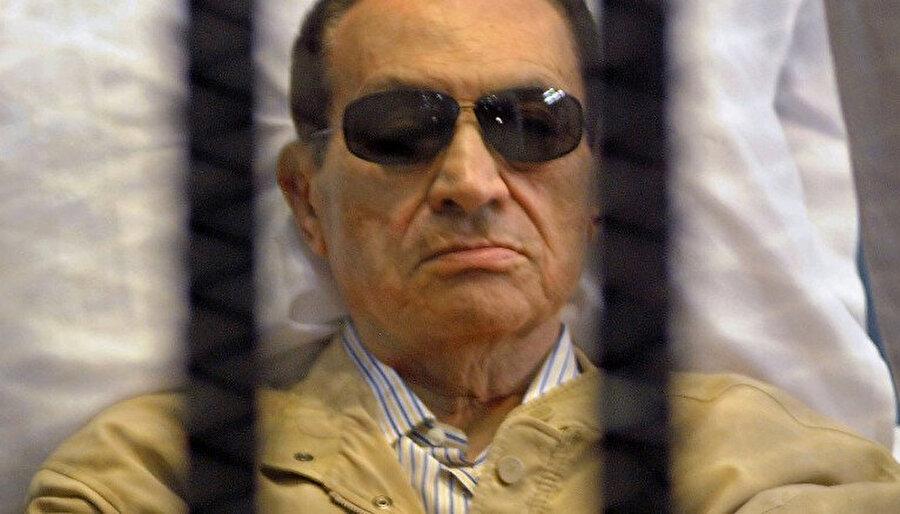 Hüsnü Mübarek'in 2012'deki yargılanma süreci.