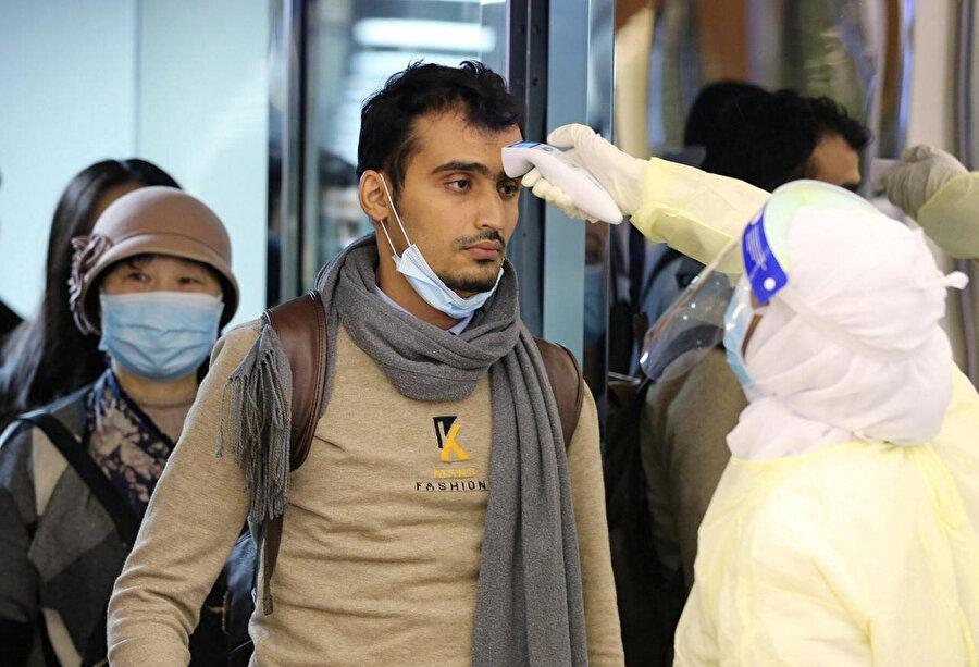 Virüsün tehlikeli bir şekilde yayıldığı ülkelerden Suudi Arabistan'a girişler de askıya alındı.