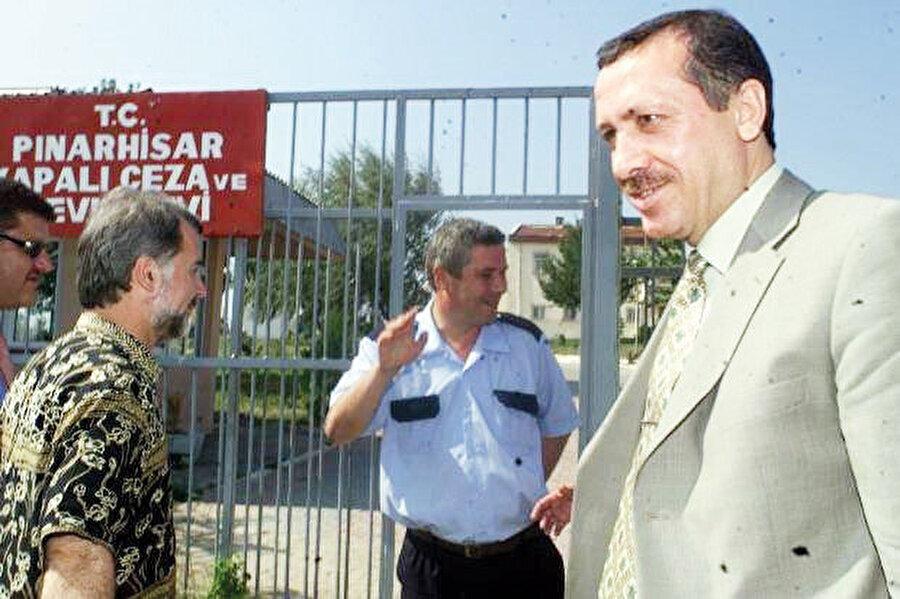 Erdoğan 26 Mart 1999'da girdiği Kırklareli-Pınarhisar cezaevinde yaklaşık 4 ay yattıktan sonra 24 Temmuz 1993'te çıkar.