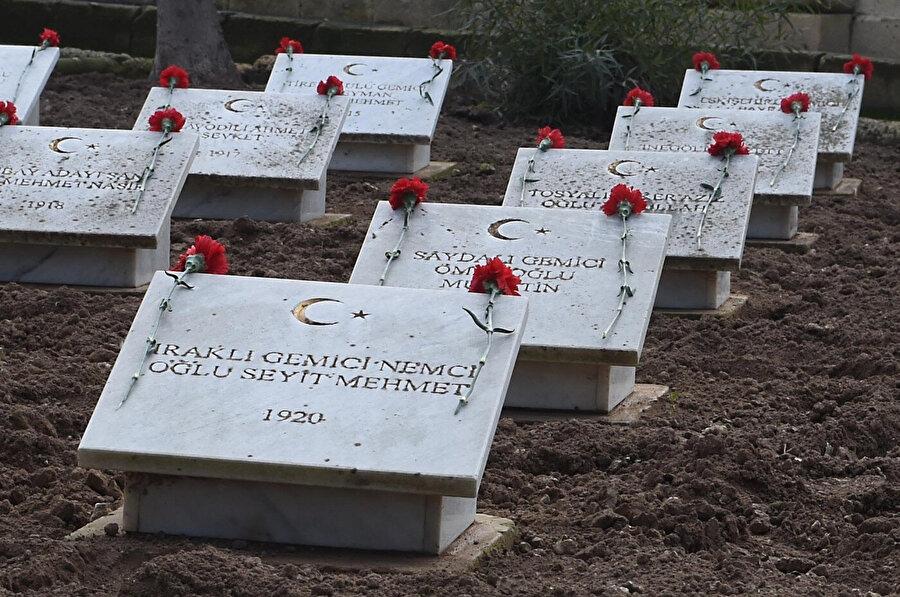 Şehitlikte mezarları bulunan Osmanlı askerleri, imparatorluğun dört bir yanından gelmişti.