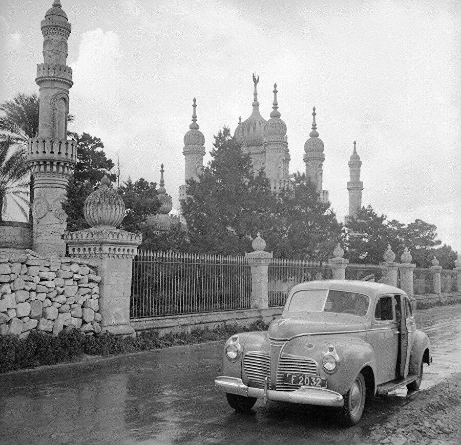 Mezarlığın ön cephesinin 1945'te çekilmiş bir fotoğrafı...
