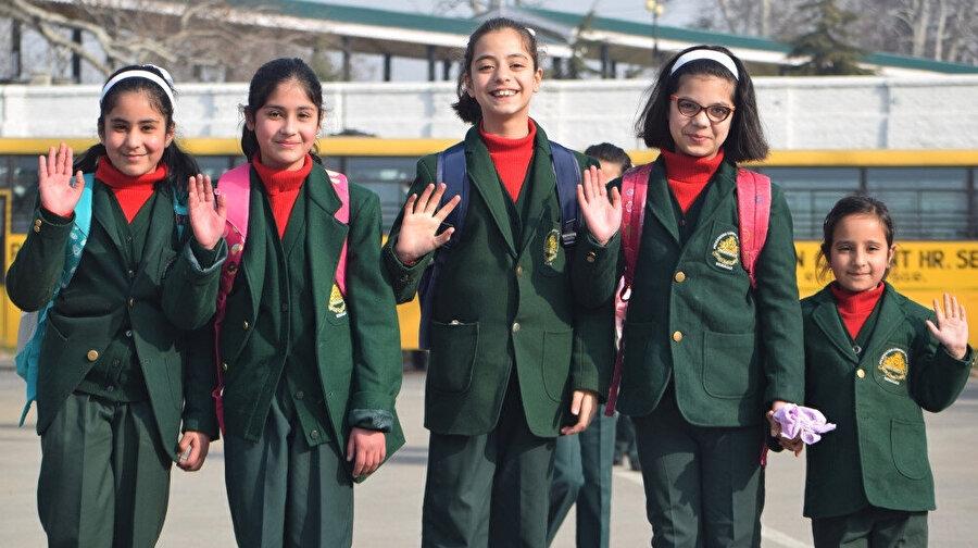 Cammu Keşmir'de güvenliğin sağlanmasıyla çocuklar uzun bir aradan sonra yeniden okula döndü.