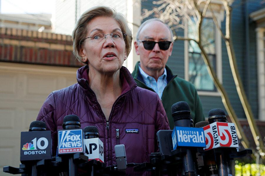 Liberal Massachusetts Senatörü Elizabeth Warren, Demokratların önemli son kadın adayıydı