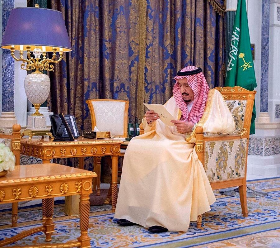 Basında hayatını kaybettiği yönünde haberler çıkan Suudi Arabistan Kralı Selman bin Abdulaziz, Suudi Arabistan'ın Ukrayna ve Uruguay'a atanan büyükelçilerin yemin töreninde görüntülendi.