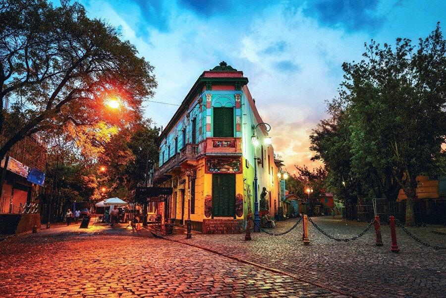 La Boca Buenos Aires'in 48 mahallesinin en ünlüsü.