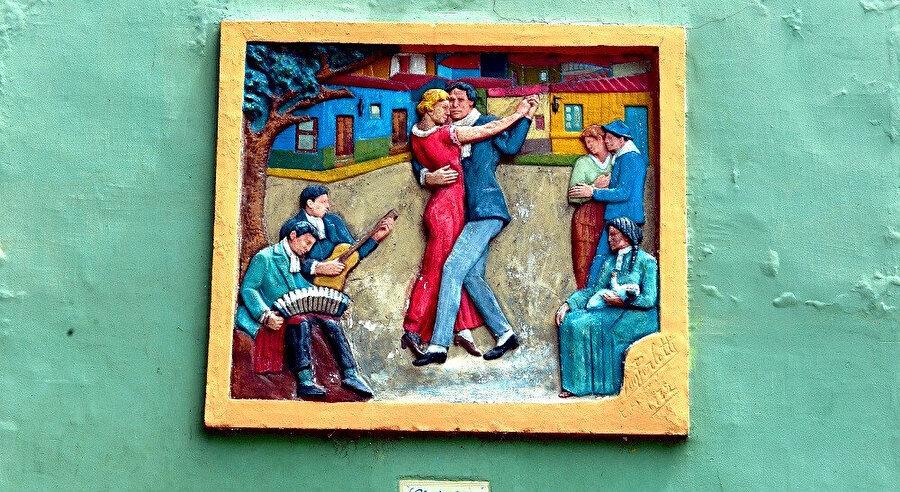Uruguay doğumlu Carlos Gardel, Tango'nun Kralı kabul ediliyor.
