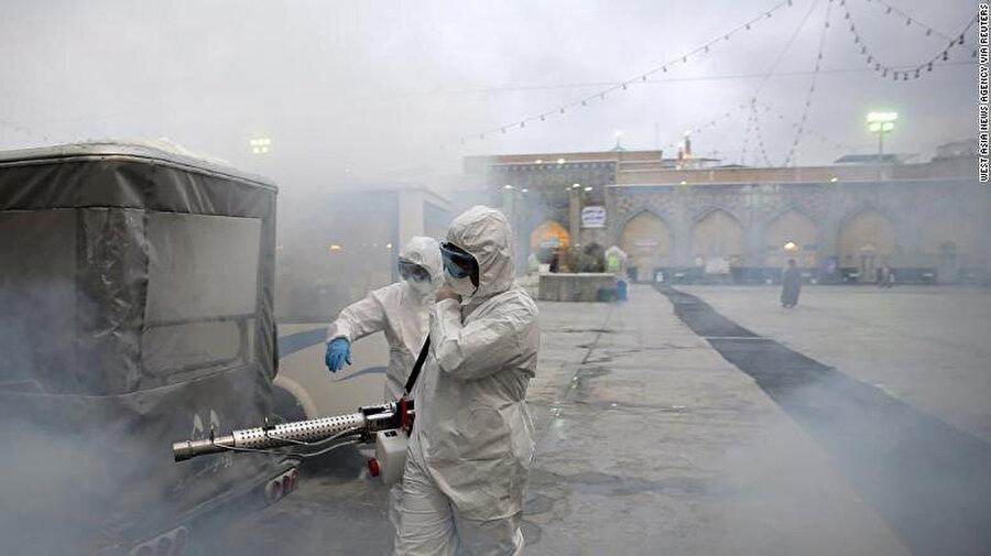 İran'da dezenfekte edilen ibadet merkezleri.