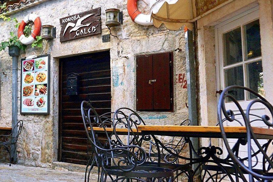 Akdeniz mutfağına ait lezzetlerin olduğunu söyleyebilirim.