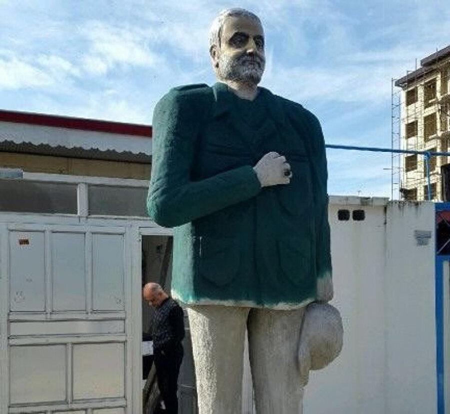 Koronavirüsün yayıldığı İran'da dikilen Kasım Süleymani heykelleri tepki çekti