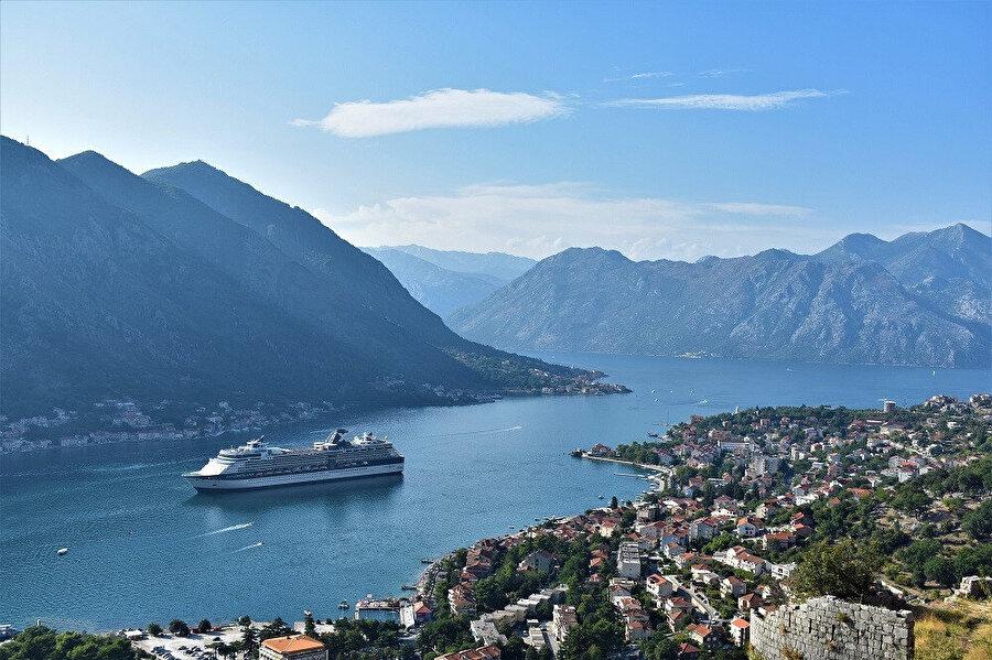 Kotor da tipik bir Avrupa, daha doğrusu Karadağ şehri.