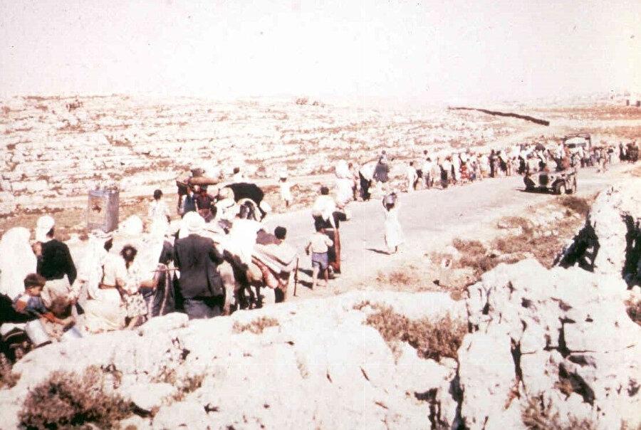 İsrail'in kuruluş sürecinde, bölgeyi terk etmek durumunda kalan Amvâs'ın Filistinli sakinleri...