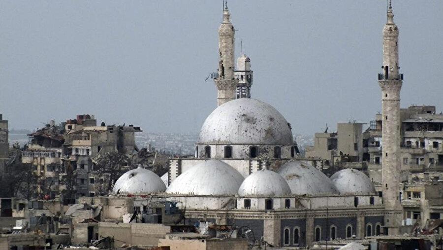 Suriye'nin Humus kentinde, Hâlid bin Velîd'in medfun bulunduğu cami, 2011'den bu yana devam eden savaş nedeniyle ciddi zarar gördü.