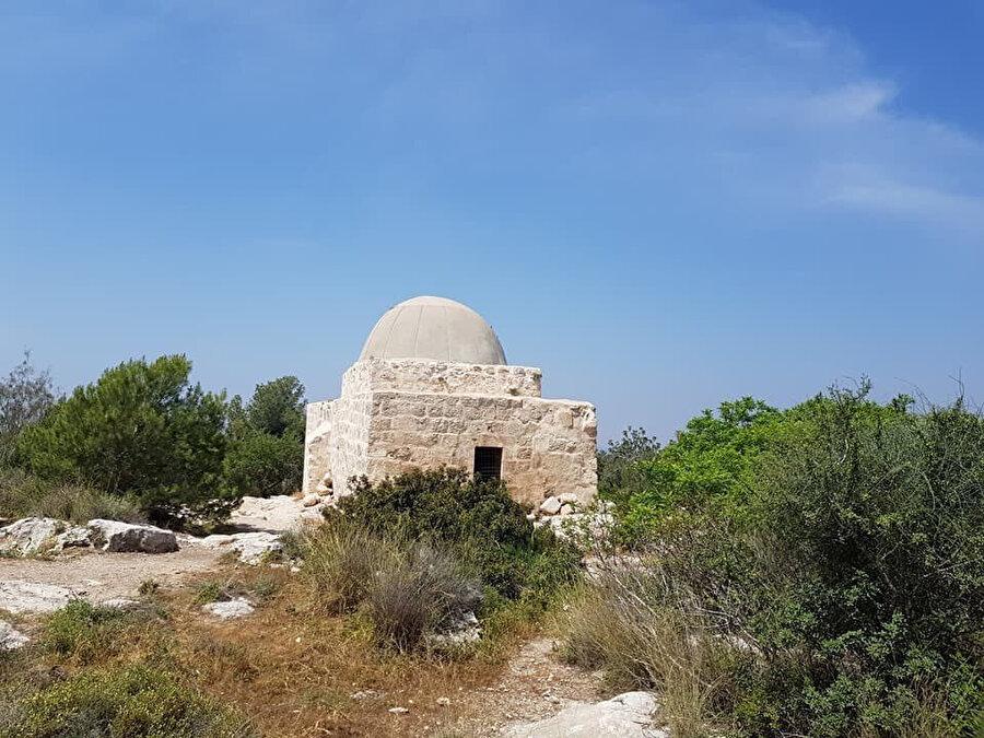 Amvâs yakınlarında, sahabeden Muâz bin Cebel'e atfedilen türbe.