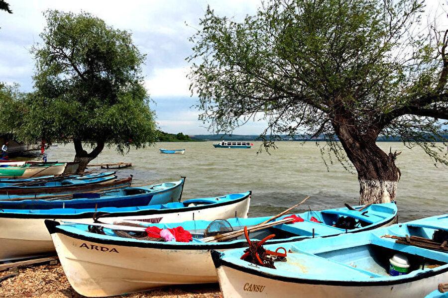 Bugünkü Gölyazı halkının büyük kısmı ada kısmı üzerinde, tuğla duvarlı tarihî Rum evlerinde yaşamaktadır.