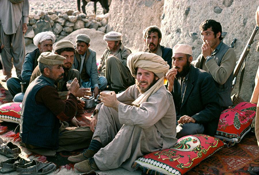 Afganistan'ın güneydoğusu ile Pakistan'ın kuzeydoğusunda yaşayan bir ulus olan Peştunlar.