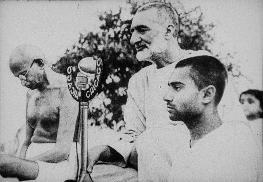 Abdulgaffar Han, Hindistan Bağımsızlık Hareketi'nin siyasi ve ruhani lideri Mahatma Gandi ile birlikte.