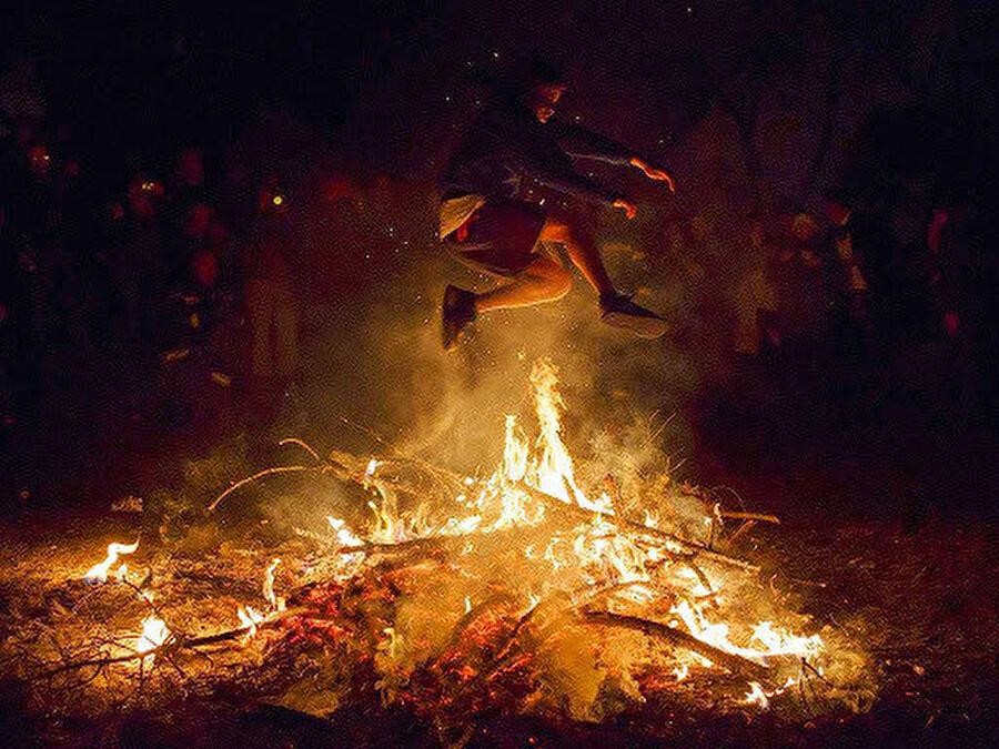 """İran'da """"Çarşamba Suri"""" kutlamalarından objektiflere yansıyanlar."""