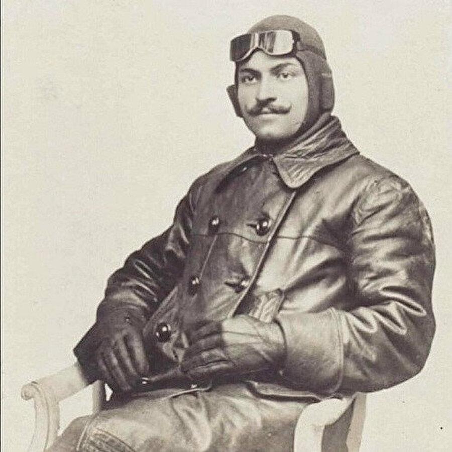 Pilot Yüzbaşı Fethi Bey.