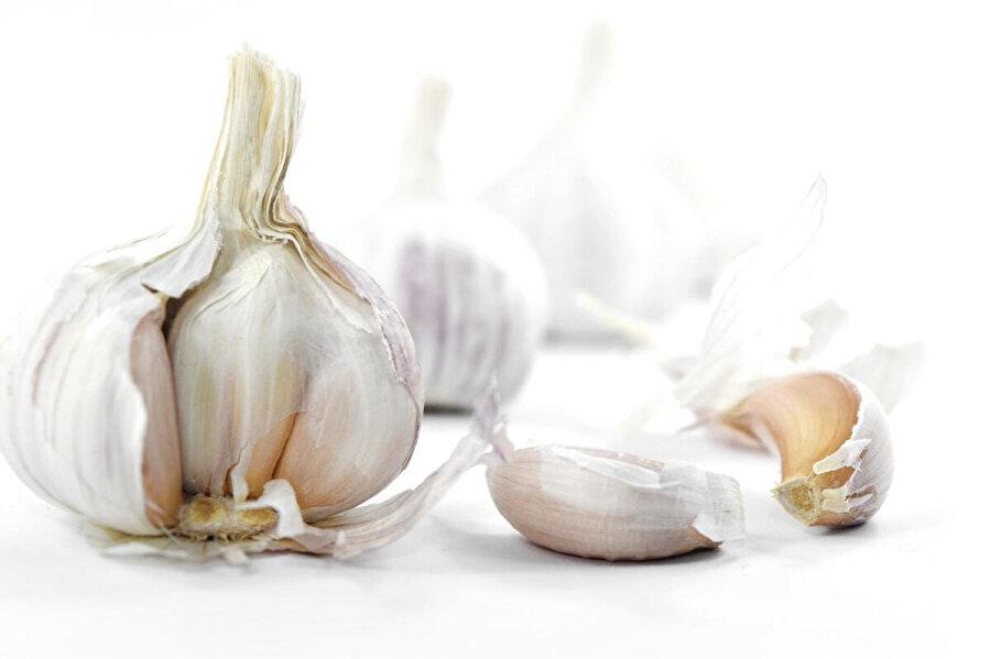 A, B1 ve C vitamini ile 17 çeşit aminoasit, 33 çeşit kükürt bileşiği, germanyum, çinko içeren sarımsak, kanı sulandırır ve kan dolaşımını hızlandırır. Kalp ve damar sağlığında etkili olduğu bilinmektedir.