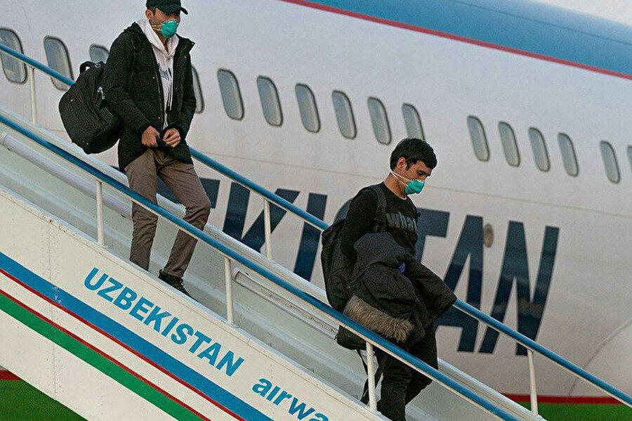 Korona virüsün yayılması sonrası yurtdışındaki Özbekistan vatandaşları da hızla ülkelerine dönmeye başladılar.