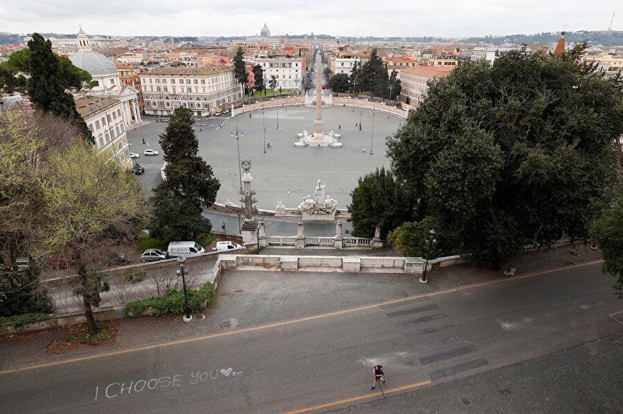 Ulusal karantina kararı sonrası Roma sokakları
