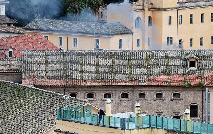 Salgın tedbirlerini protesto eden mahkumlar, cezaevlerinde ufak çaplı yangınlar çıkardı