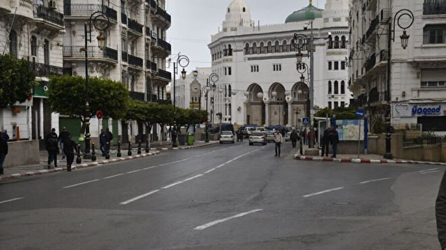 Cezayir sokaklarındaki hareketlilik büyük ölçüde azaldı.