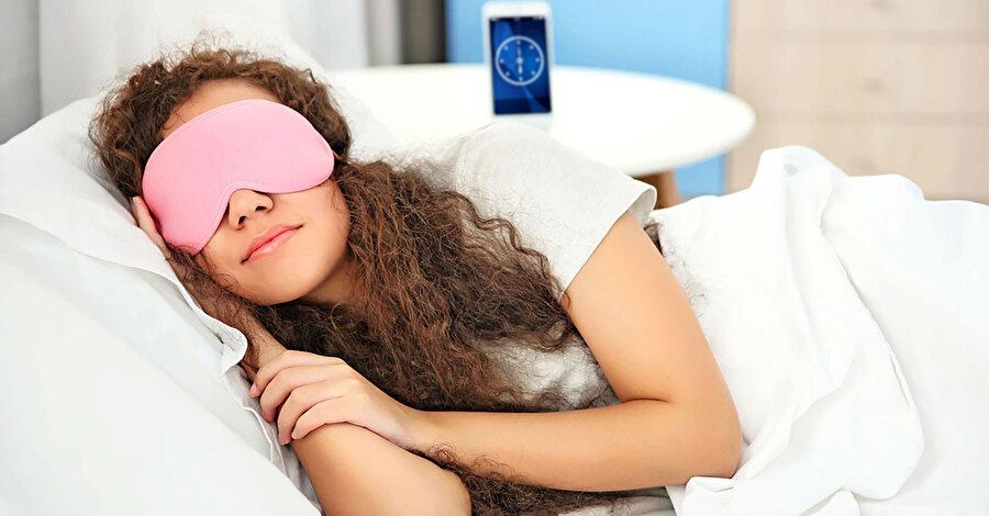 Bağışıklık sistemimizi güçlü tutan doğru beslenme, kaliteli uyku ve yeterli egzersizi kapsayan bir yaşam tarzı oluşturmak oldukça önemli