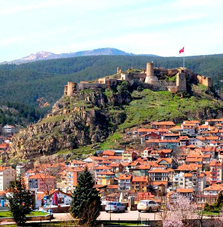 Kastamonu kalesi, bölgede adeta bir anıt gibi durmaktadır.