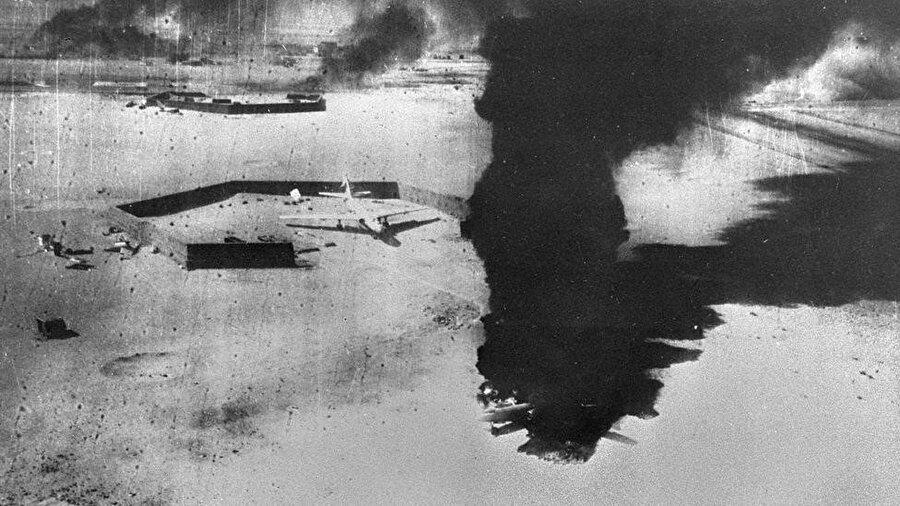 İsrail, sürpriz bir saldırıyla Mısır hava kuvvetlerini tamamen imha etti.
