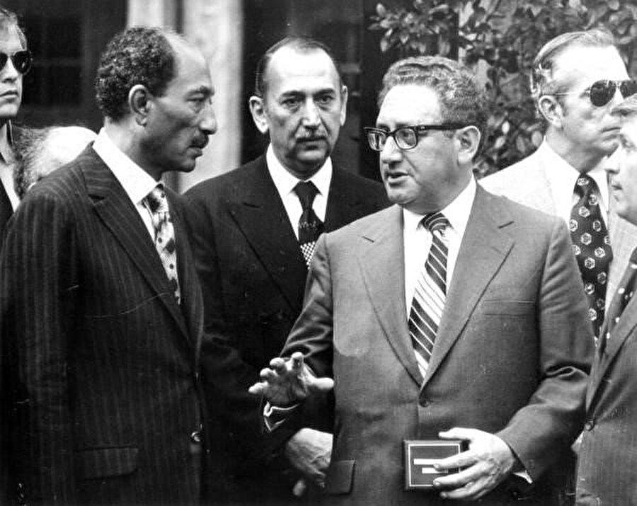 Henry Kissinger ve Enver Sedat 1973.