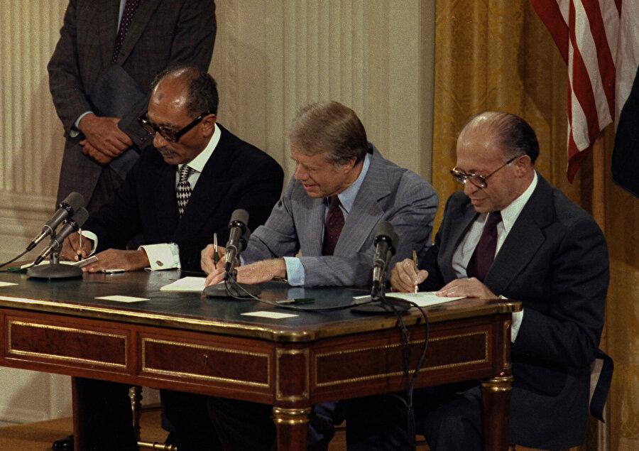 Mısır, ABD ve İsrail arasında 17 Eylül 1978'de imzalanan Camp David Anlaşması.