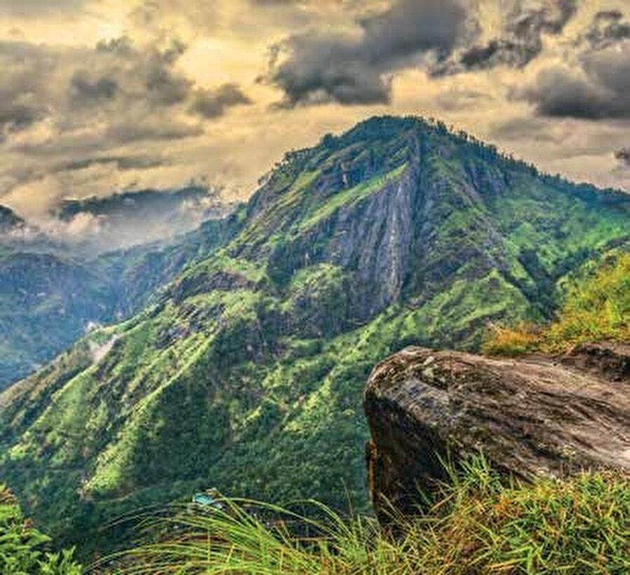Adam's Peak Dağı, burası aynı zamanda Kutsal Dağ olarak da anılıyor.