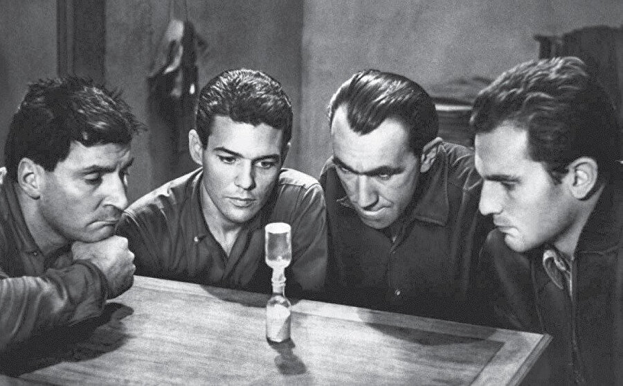 Le Trou filmi, Jacques Becker tarafından yönetilen 1960 Fransız suç filmidir.