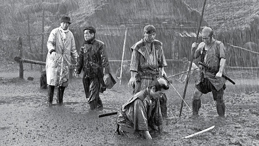 1954 yapımı Yedi Samuray Japon filmi, Akira Kurosawa'nın elinden çıkmıştır.