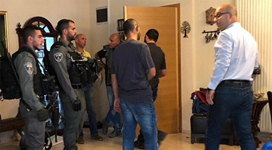 Bakan Hedmi'nin evine çok sayıda İsrail kolluk kuvveti baskın yaptı.