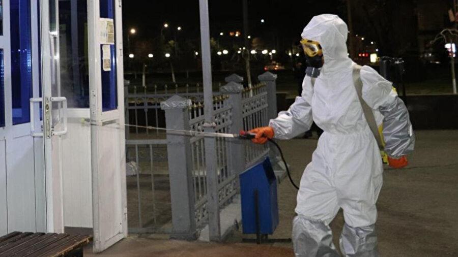 Wuhan'da koronavirüsün ortaya çıkmasından hemen sonra 30 Ocak'ta Çin ile sınırı kapatan Tacikistan, daha sonra Afganistan ve Özbekistan ile de tüm kapıları bağladı.