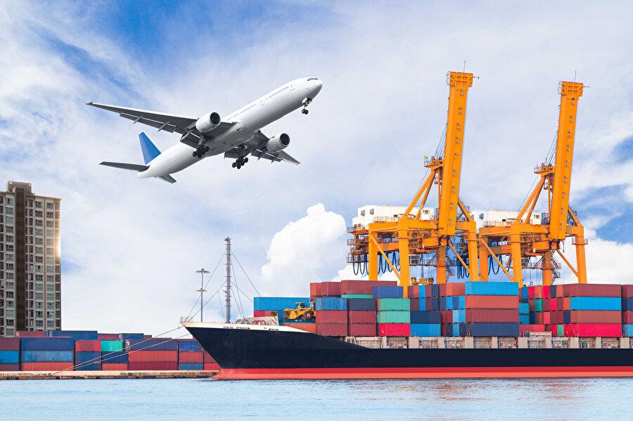 Üretimin yanı sıra nakliye de büyük problem oluşturuyor. Zira havayolu ya da deniz taşımacılığı yapan birçok şirket operasyonlarını mecburi olarak durdurdu.