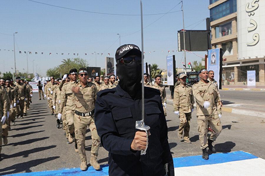 Haşdi Şaabi militanlarının geçit töreni, Irak.