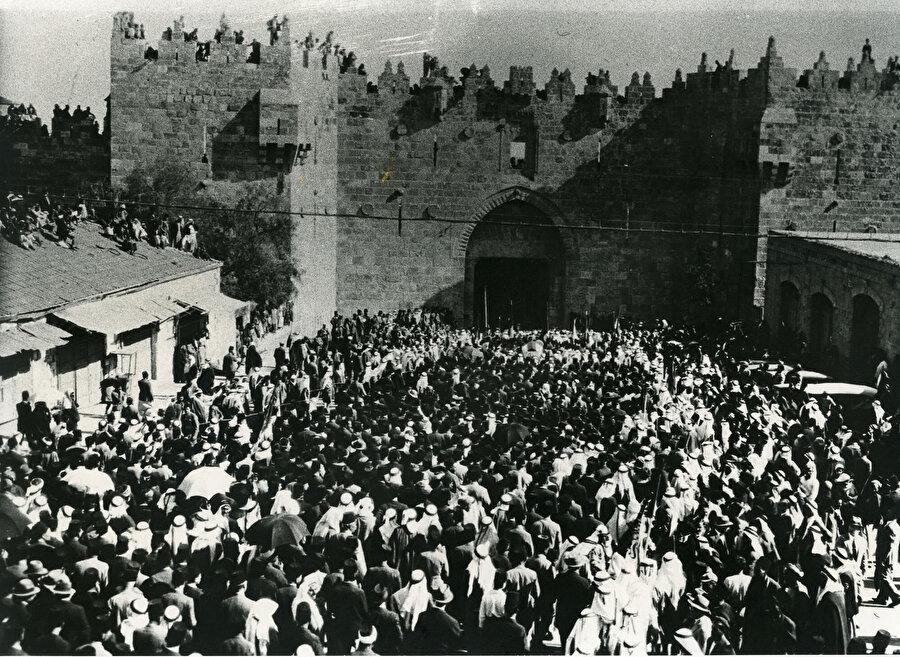 Musa Kazım Hüseyni'nin cenaze töreninden bir kare.