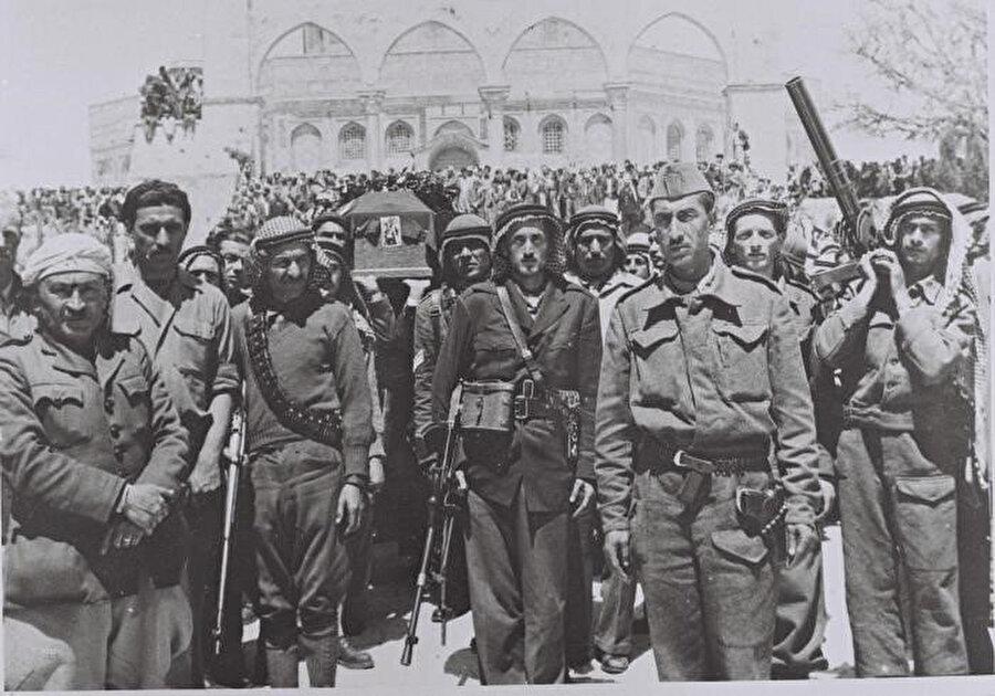 Abdulkadir Hüseyni'nin Mescid-i Aksa'nın avlusundaki cenaze töreni.