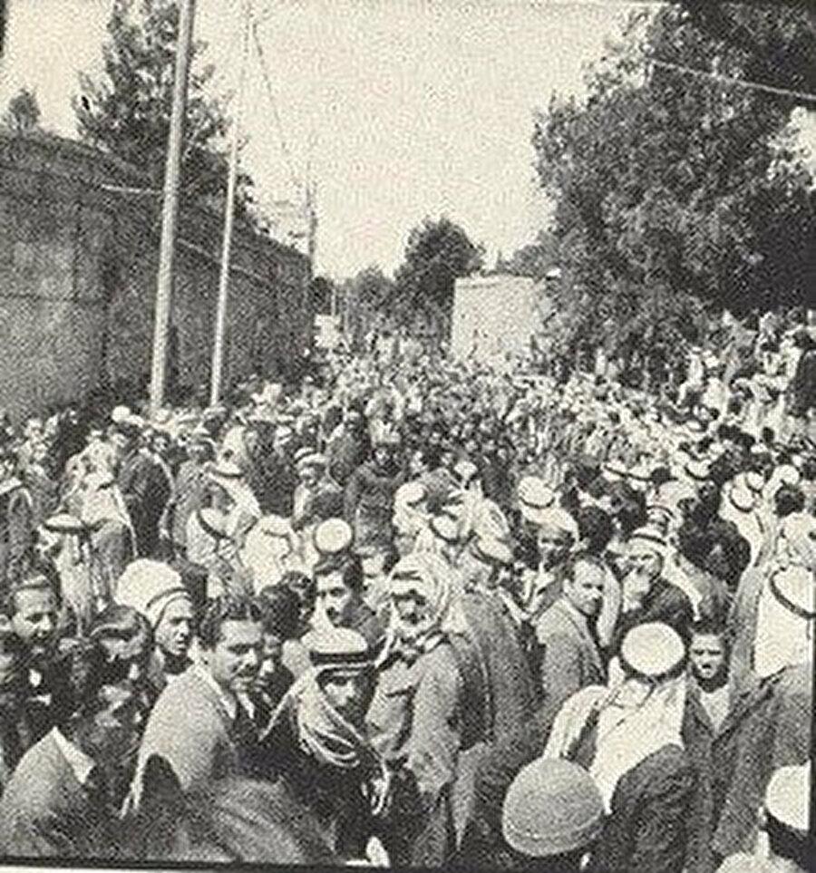 Abdulkadir Hüseyni'nin Cenazesinin evden çıkarılma anı, Zehra Caddesi.