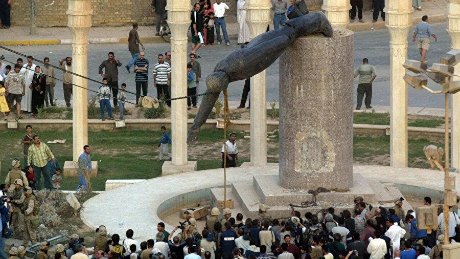 Saddam'ın heykeli devrilirken...