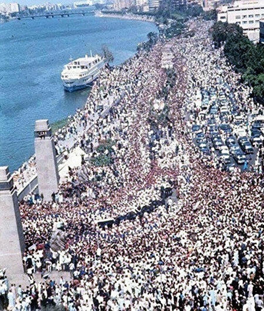 Nâsır'ın 5 milyon kişinin katıldığı tahmin edilen cenaze töreni.